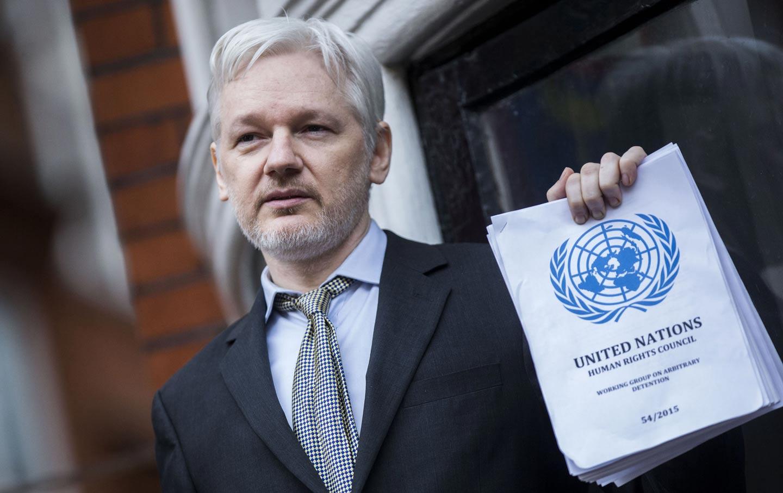 Fundador do WikiLeaks aparece como defensor de grandes empresas de TI